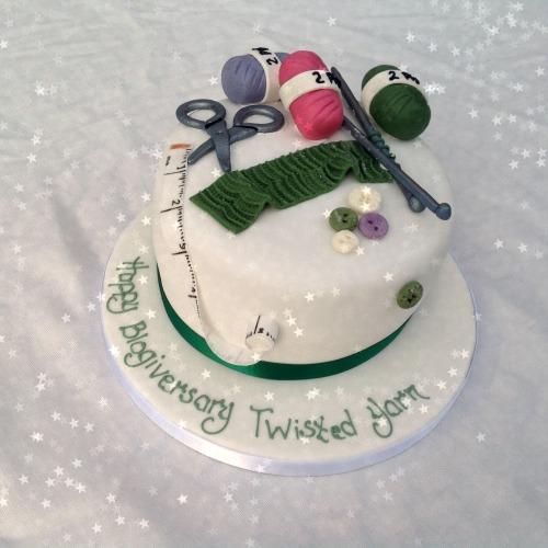 TheTwistedYarn.com 's blogiversary cake.