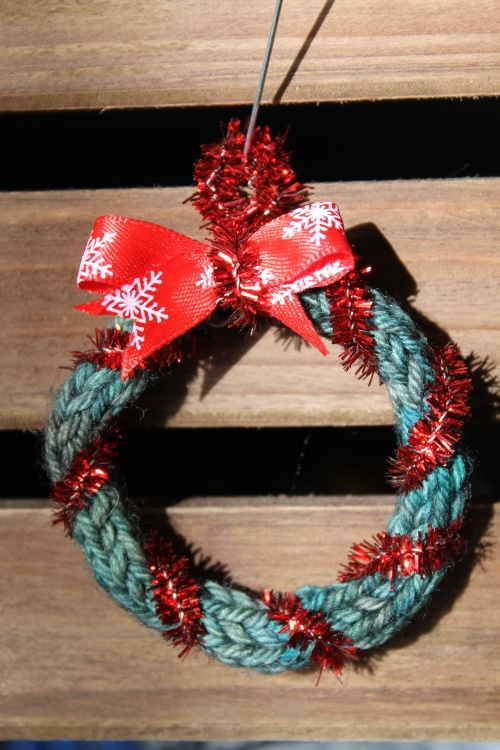 easy knitted Christmas wreath